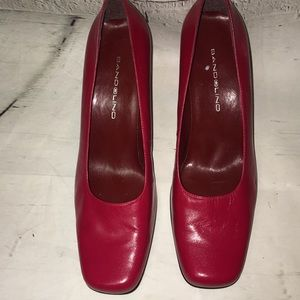 Bandolino red leather block heel